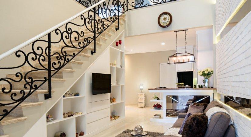 Kemolekan distorsi american classic house majalah laras for Classic american house interior